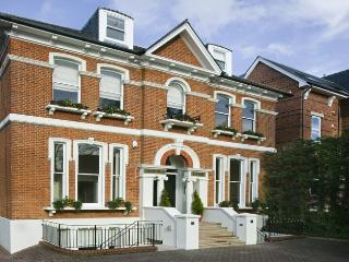 Osborne Lodge - Town Centre Serviced Accommodation - Windsor and Maidenhead vacation rentals