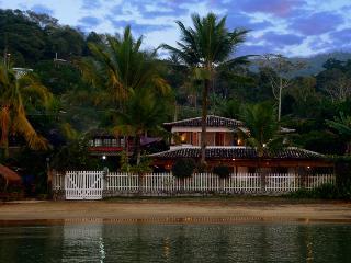Luxury beach house, high level comfort & service - Paraty vacation rentals