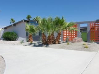 HOLLYWOOD PLAYERS PARADISE BOCCE a midcentury gem - Palm Springs vacation rentals