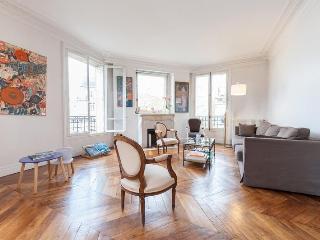 Rue de Alexandrie 2 Bedroom Paris Apartment - 1st Arrondissement Louvre vacation rentals