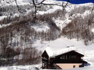 Huge 10 bedroom self catering chalet in Chamonix sleeps up to 20 with all the toys, ski-in-out - Argentiere vacation rentals