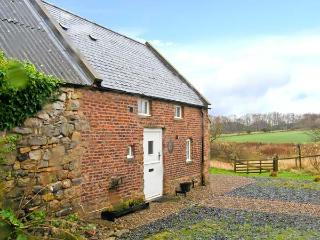 THE BOTHY, views over countryside, woodburning stove, off road parking, garden, near Lowick, Ref 28415 - Northumberland vacation rentals