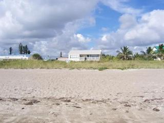 Direct Beachfront Tropical Retreat Sea Sparkle 3 - Hutchinson Island vacation rentals