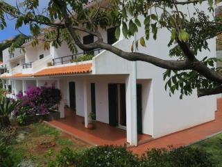 Garajau 2, quiet apartment with garden - Canico vacation rentals