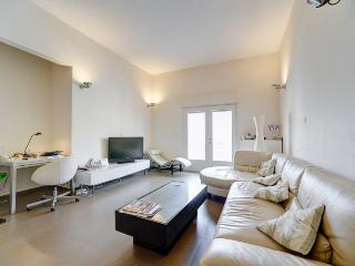 Redone 2br apartment perfect holiday accommodation - Tel Aviv vacation rentals