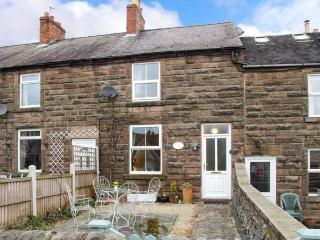 4 ECCLESBOURNE COTTAGES, family and pet-friendly, roll-top bath, walks and cycle routes nearby, in Wirksworth, Ref 25544 - Crich vacation rentals