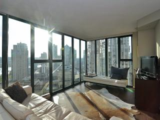 Terrific Downtown Vancouver 1 Bedroom Condo Walk to All Amenities - Vancouver vacation rentals