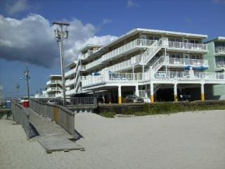 Beach front Apartment in Complex w/ 2 pools Wildwood Crest - Wildwood Crest vacation rentals