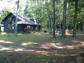 Higgins Lakefront Cottage & dock, in Deep Woods - Higgins Lake vacation rentals