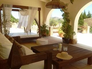 Beautiful Farmhouse 'Los Viñedos de la Solana' - Pinoso vacation rentals