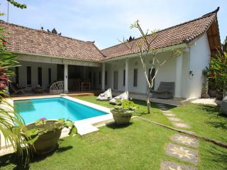 Charming & Quiet Villa 3 bedrooms - Seminyak - Seminyak vacation rentals
