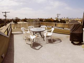 Beach Guest House, 3 bedrooms, private roof top deck.. - Venice Beach vacation rentals