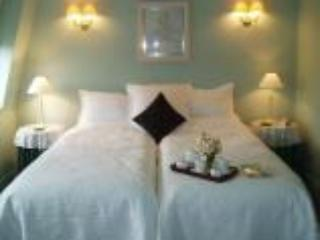 London Guests at Home B&B in SW London - London vacation rentals