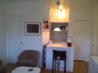 Beau petit loft tout compris - Bois-des-filion vacation rentals