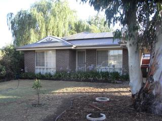 Benstay Blue Accommodation Pet Friendly - Bendigo vacation rentals