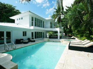Waterfront refurbished villa in a residential area - Fort Lauderdale vacation rentals