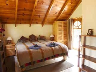 Main King size en-suite bedroom - Very comfortable, peaceful, fully equipped cottage. - Panajachel - rentals