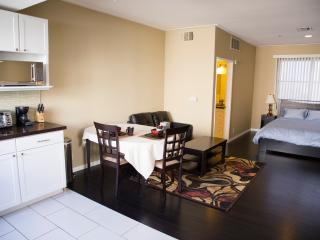 328 Executive Studio Best of  LA Westside Near UCL - Los Angeles vacation rentals