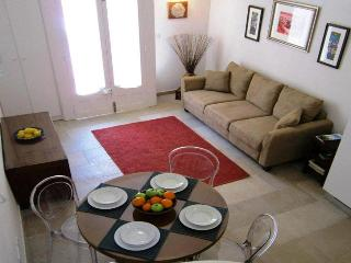 Luxurious & Romantic Townhouse Twenty for an Unforgettable Holiday . - Tarxien vacation rentals