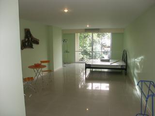 47sqm Large studio condo - Nonthaburi vacation rentals