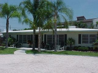 2 MINUTE WALK TO SIESTA BEACH!! (really)   Clean, - Siesta Key vacation rentals