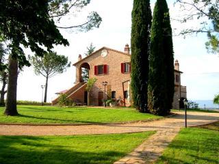Podere Fontegallo - Spectacular Views - Il Cedro - Castiglione Del Lago vacation rentals