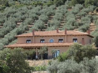 Casa Rural con encanto, todas las comodidades, tranquila, vistas espectaculares, piscina y buena comida. - Province of Badajoz vacation rentals
