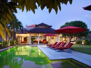Villa Alma next to beach, shops and restaurants - Legian vacation rentals