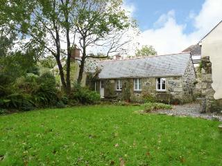 SWALLOWS, barn conversion, rural location, all ground floor, off road parking, garden, in Helston, Ref 26701 - Helston vacation rentals