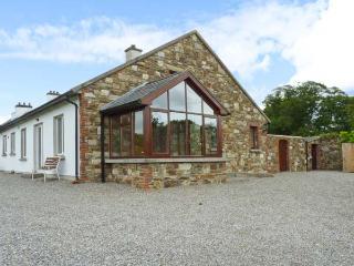 THE RANGE, semi-detached cottage, next to owner's farmhouse, parking, garden, in Enniscorthy, Ref 29694 - Wexford vacation rentals