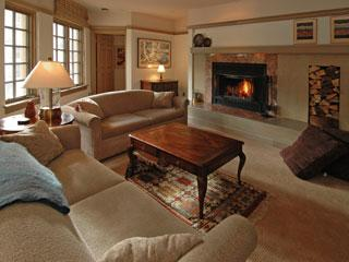 Great Room with Wood Burning Fireplace - Beaver Creek CO Park Plaza Condo 2BR Jan17-31 2015 - Beaver Creek - rentals