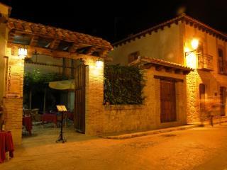 Casa Rural La Enhorcadora - Aldeamayor de San Martin vacation rentals