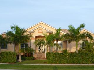 WALK TO BEACH MARRIOTT WATER VIEW LUXURY PARADISE - Marco Island vacation rentals