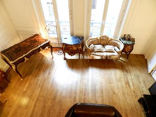 Renovated Studio at the Heart of Triangle d'Or - Île Amsterdam vacation rentals