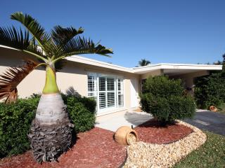 MODERN INTERIOR - CLOSE TO BEACH - NEW RENOVATED- - Fort Lauderdale vacation rentals