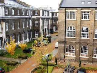 Historic Royal Arsenal-River View-Great Transport - London vacation rentals