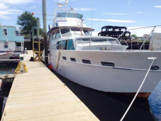 Huge Yacht, space for your whole crew-Free Parking - Lynn vacation rentals