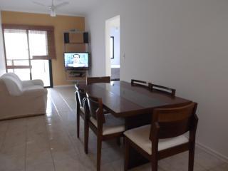 Ótimo apartamento na quadra da praia-2 quartos - Santos vacation rentals