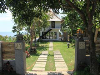Jambu house: peaceful and idyllic setting with stu - Lovina vacation rentals