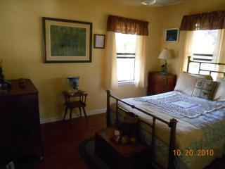 CUTE KEY WEST STYLE COTTAGE IN DANIA BCH. - Weston vacation rentals