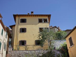 Luisella, unique panoramic Villa with garden in th - Cortona vacation rentals