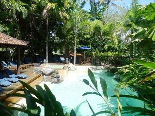 ZEN at Hibiscus ~ Short Stroll to town & Beach - Port Douglas vacation rentals