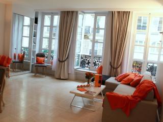 Marais Sublime - Classy 2 bedroom apartment - Paris vacation rentals