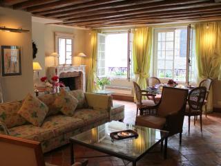 St Louis Elegance - Classy ile St Louis 1 bedroom apartment - Paris vacation rentals