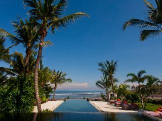 Mokenbo Villa,lux 4-7Bed, Beachfront Villa,Tabanan - Tegalmengkeb vacation rentals