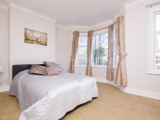 Large house by station with good access to centre! - London vacation rentals