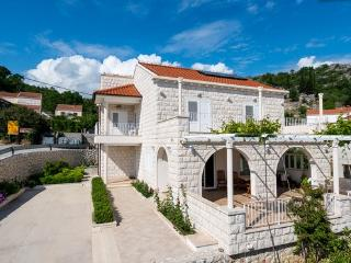 3bedroom apartment in Villa Elza - Orasac - Dubrovnik vacation rentals