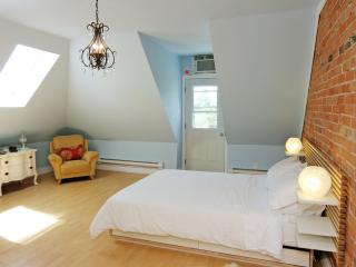 Sweet Suite In Grand Victorian Little Italy Dwtn - Toronto vacation rentals