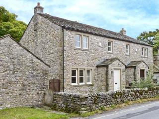 WOODSIDE COTTAGE, quality cottage by a brook, woodburner, garden, close to pubs in Malham, Ref 28211 - North Yorkshire vacation rentals