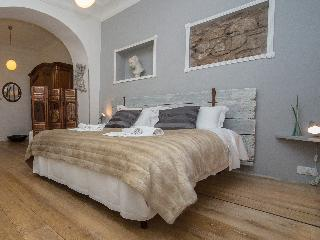 Wisteria, new apt in old center, street access - Rome vacation rentals